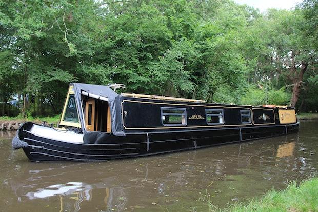 Narrowboat 60' Warble / Johnathan Wilson