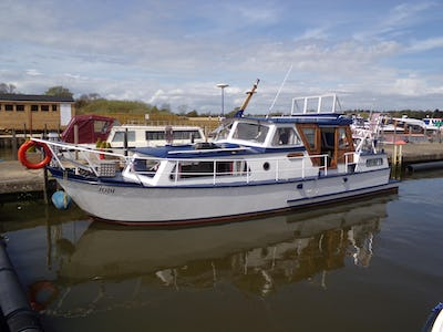 Crown10 Metre - offered for sale by Tingdene Boat Sales