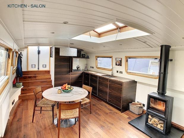 Wide Beam Narrowboat Metrofloat 60 x 12 Enclosed Cratch