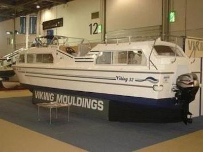 Viking 32cc Highline Canal Cruiser