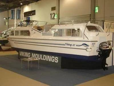 Viking 32cc Highline Canal Cruiser