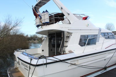 Oyster Powerline 390 Breezing In - offered for sale by Tingdene Boat Sales