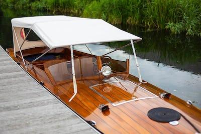 Classic CraftAndrews 25 Slipper SternLakshmi - offered for sale by Tingdene Boat Sales
