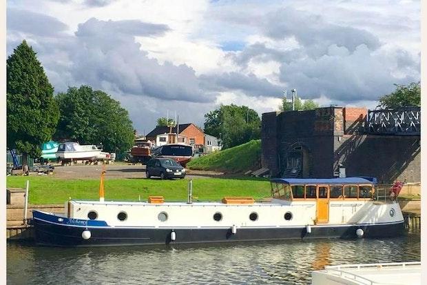 Lambon Dutch Barge Replica