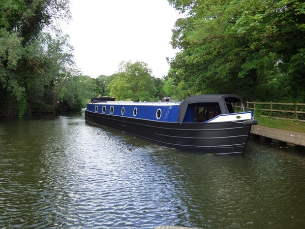 Wide Beam Narrowboat Colecraft 66x10 04  2 Bedroom