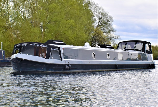 Wide Beam Narrowboat Aqualine Canterbury 70 x 12